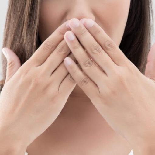 Como acabar com o mau hálito? Veja 4 dicas práticas